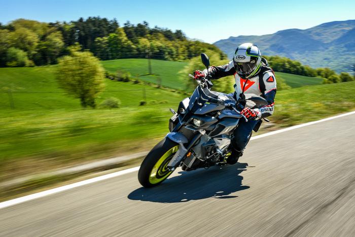 La Yamaha MT10 è agile e con un ottimo controllo di trazione