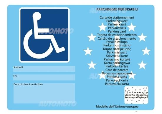 È reato parcheggiare negli spazi per disabili