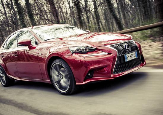 Lexus Is 300h [video]
