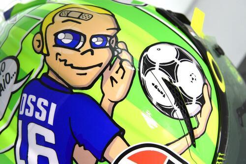 Il casco speciale di Rossi: C'è solo un capitano (6)