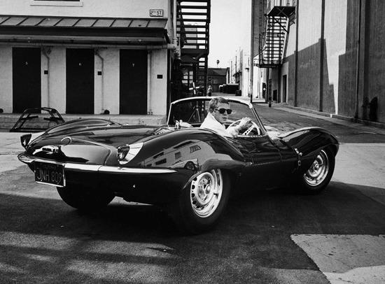 Steve McQueen e la Jaguar XKSS son passati da oltre mezzo secolo, con meno di 10K però un giro in Cabrio lo possiamo fare in tanti, senza esser mito