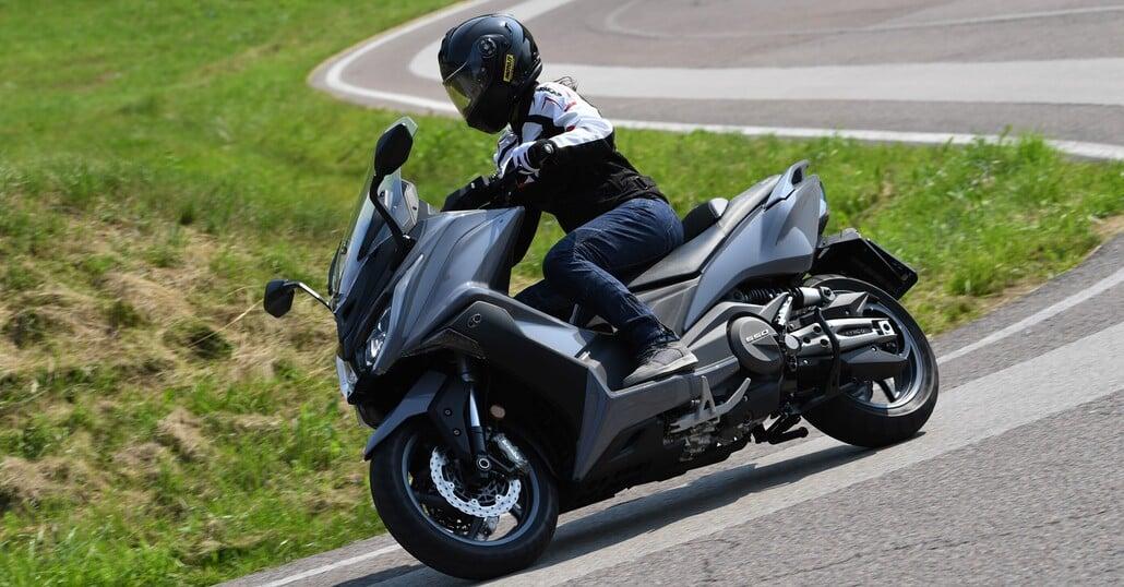 prova kymco ak 550 - prove - moto.it