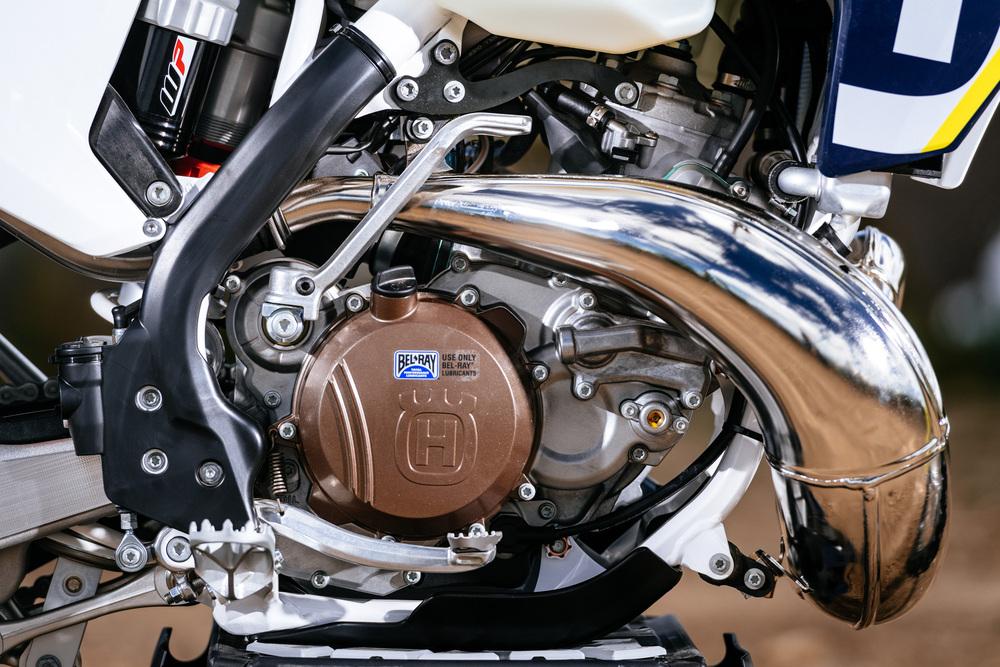 Il motore della nuova HSQ due tempi ad iniezione. Si nota l'andamento pulitissimo dello scarico