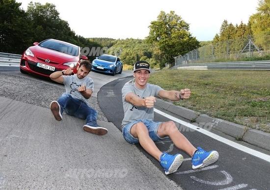 Opel Astra OPC: al Nurburgring con i piloti Espargarò e Cardús [VIDEO]