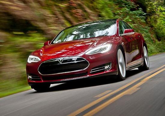 Tesla Model S, è record di autonomia con 728 km [VIDEO]