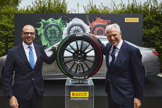 Alfano e Tronchetti Provera con la nuova gomma dedicata per le auto di rappresentanza italiane all'estero
