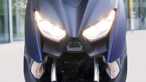 Il nuovo doppio faro a LED, si intravede al centro il proiettore dell'abbagliante