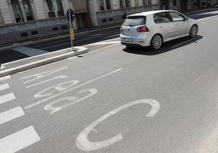 Multe, importante sentenza a Milano: le spese di notifica non fanno parte della sanzione amministrativa