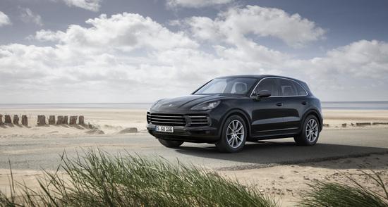 Porsche porta la nuova generazione Cayenne per la prima volta di fronte al pubblico