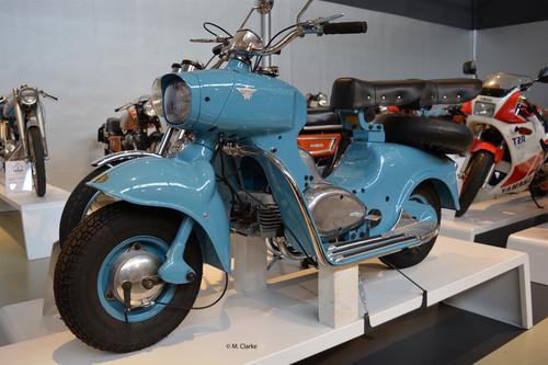Il Formichino è stato uno scooter molto innovativo sia a livello di meccanica che a livello stilistico. La scocca era costituita da due gusci fusi in lega di alluminio che si univano al basamento del motore per mezzo di viti