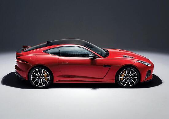 Jaguar programma l'erede della F-Type con layout elettrificato