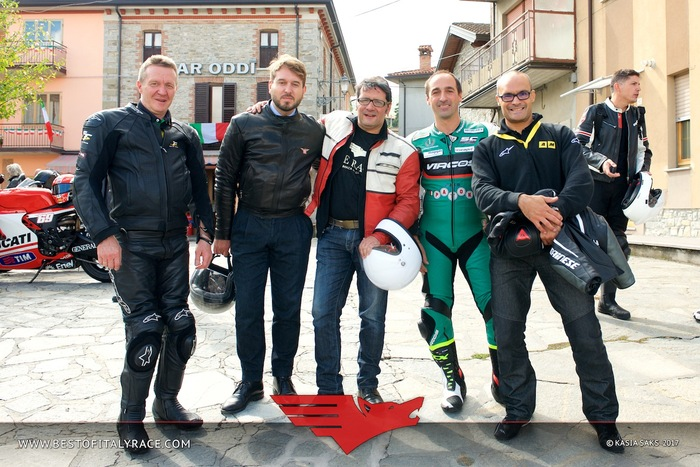 Da sinistra Paolo, tecnico Paton, Matteo Olivieri (Sanvenero), il responsabile moto per BOIR Andrea Ferdinandi, Stefano Bonetti e il sottoscritto