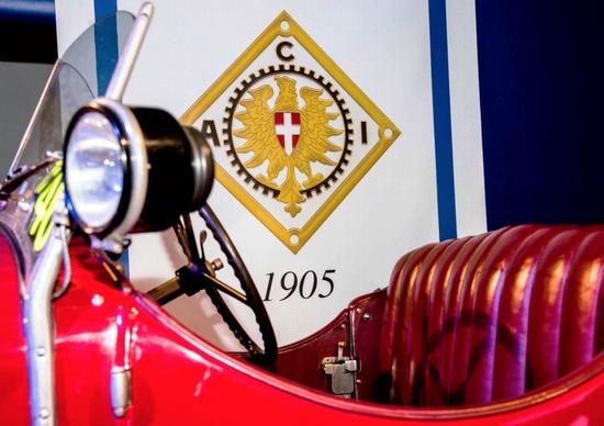 """""""Ruote nella Storia"""": le auto d'epoca nei borghi più belli d'Italia"""