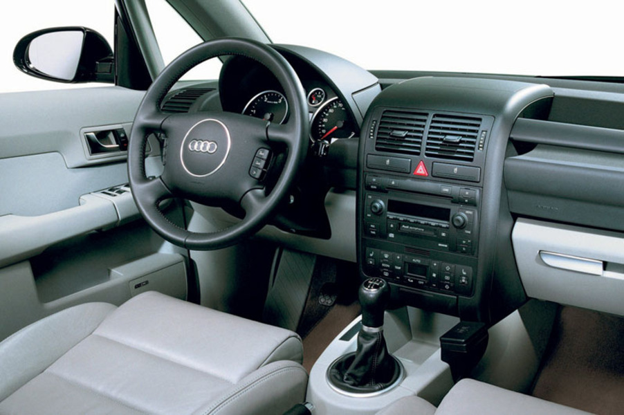 Audi A2 1.6 16V FSI Comfort (5)