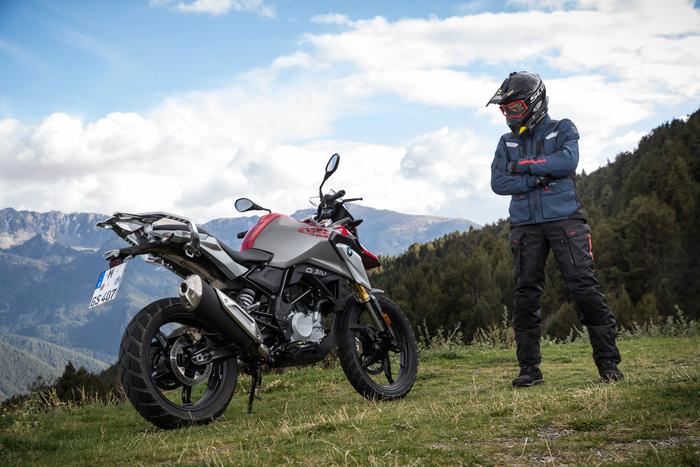 La G310GS con cui il Perfetto ha girato la Catalogna e raggiunto Andorra, sui Pirenei