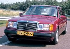 Mercedes-Benz 220 (1992-93)