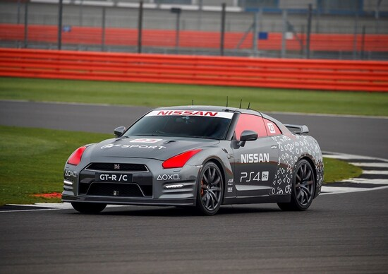 Nissan GT-R /C: tra pista e PlayStation
