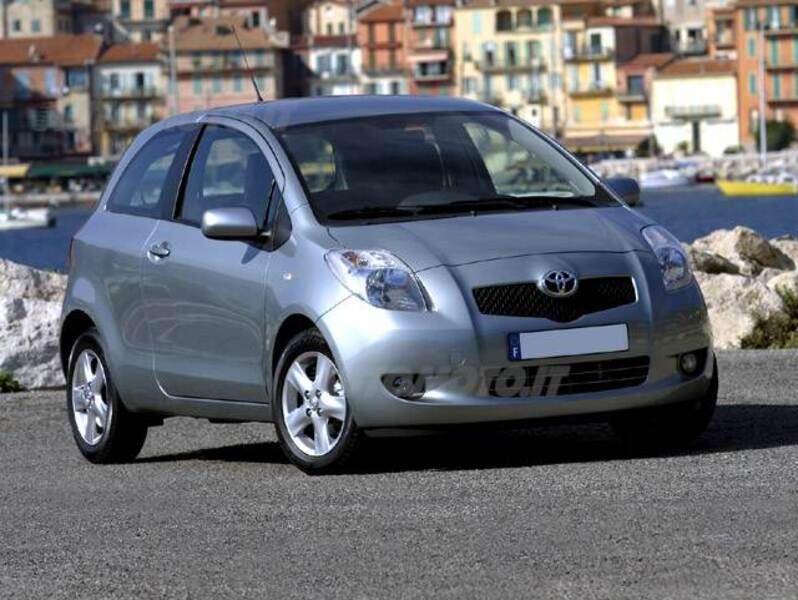 Toyota Yaris 1.0 3 porte Now