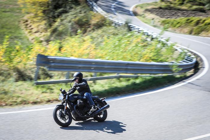 Guida disinvolta e dolce per la Moto Guzzi V7