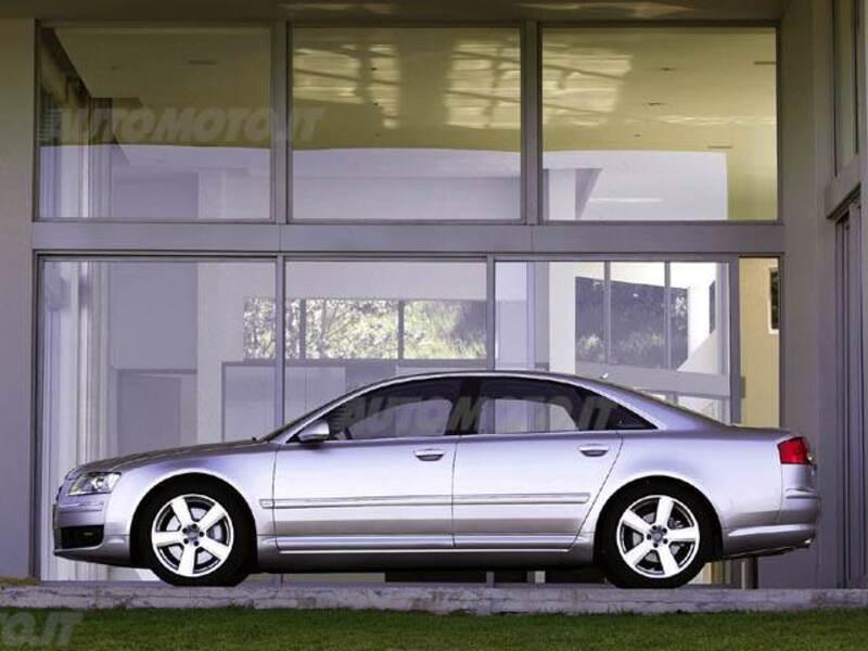 Audi A8 3.2 V6 FSI multitronic