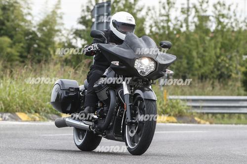 Foto Spia: Moto Guzzi California Bagger (3)
