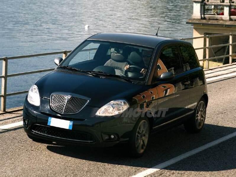 Lancia ypsilon 1 3 mjt 105 cv sport momodesign 12 2008 11 2010 prezzo e scheda tecnica - Lancia y diva 2010 ...