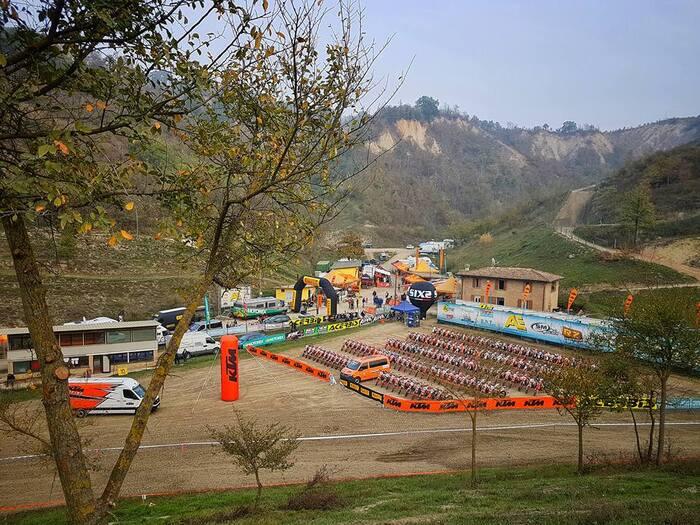 Il paddock ricavato presso la pista di motocross