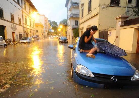 Strada allagata: come guidare in 10 regole