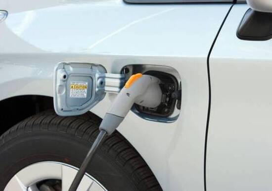 UE, taglio del 30% delle emissioni auto entro il 2030