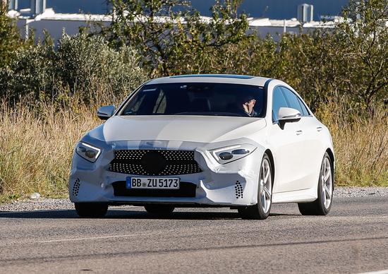 Mercedes CLS, eccola quasi senza veli