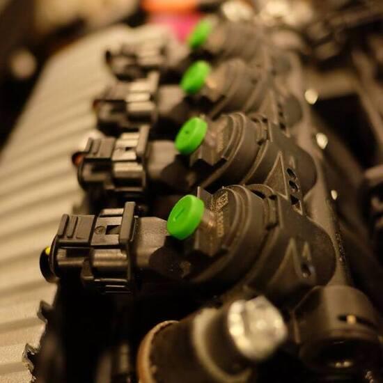 La tipica rampa iniettori per fornire il gas ai cilindri normalmente dotati di iniettori benzina: la loro quantità totale genericamente raddoppia