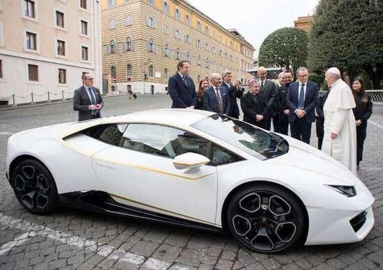 Lamborghini huracan all 39 asta l 39 esemplare donato a papa for Concessionari lamborghini