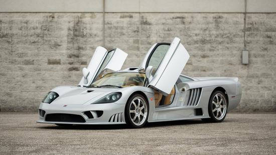 La Saleen S7. Prodotta dal 2000 al 2009, nel 2010 vinse la classe GT1 alla 24h di Le Mans