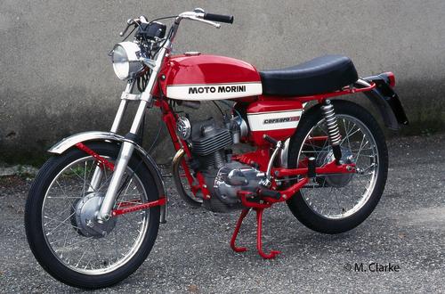 """Il 125 Super Sport ha rappresentato il culmine della evoluzione del Morini Corsaro. Questo esemplare, del 1972, è caratterizzato dalla nuova testa con alettatura """"quadra"""""""