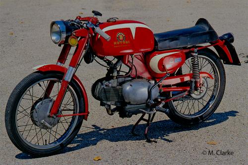 Il 125 a quattro tempi della Motobi si chiamava Imperiale (questo è un esemplare del modello Sport dei primi anni Sessanta). Potente e ottimamente realizzato, questo monocilindrico ha dato origine a versioni da competizione di straordinario successo