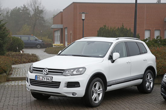 Touareg e-compressor in prova al circuito privato VW: è rimasto sempre acceso per questioni tecniche