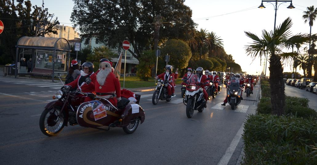 """I """"Babbo Natale in moto"""" ritornano a Massa"""