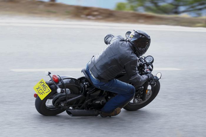 Il motore di 1200 cc conferma le doti che ci hanno fatto innamorare sulla versione standard. Non è un mostro di potenza, ma ha coppia a vagonate
