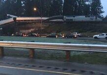USA, treno deraglia e finisce sull'autostrada
