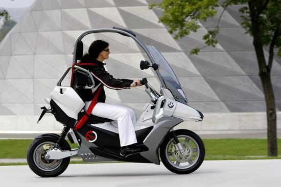 Il BMW C1-E Concept presentato nel 2009 e guidabile senza casco
