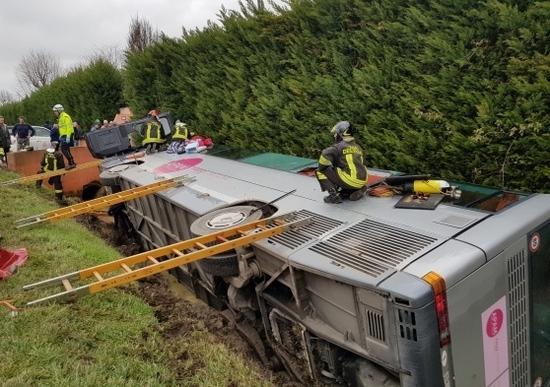 Incidente a Castellucchio, si ribalta autobus con a bordo 50 bambini