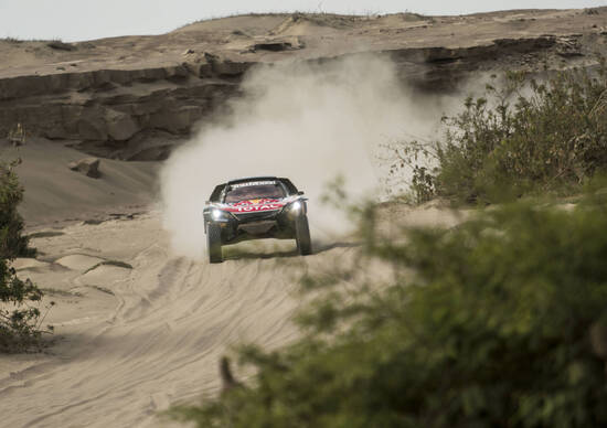 Dakar 2018. Kevin Benavides (Honda) nuovo Leader. Sainz (Peugeot) Missile