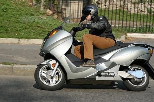 Il maxi scooter Vectrix provato da Moto.it