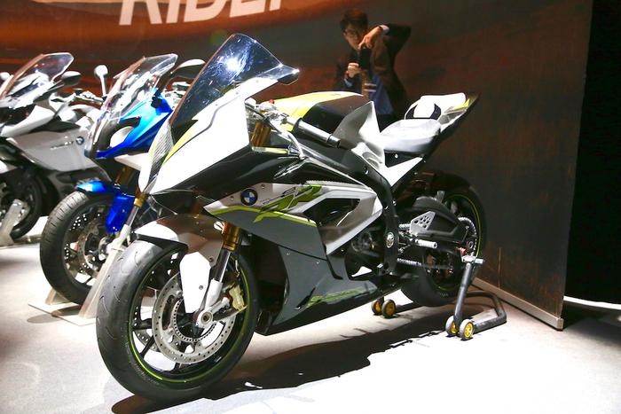 Il prototipo della superbike elettrica BMW RRe