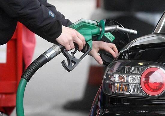 Carburanti, nel 2017 più consumo ma anche più spesa