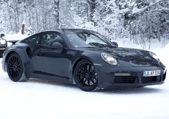 Porsche 911 Turbo 2019 in test sulla neve