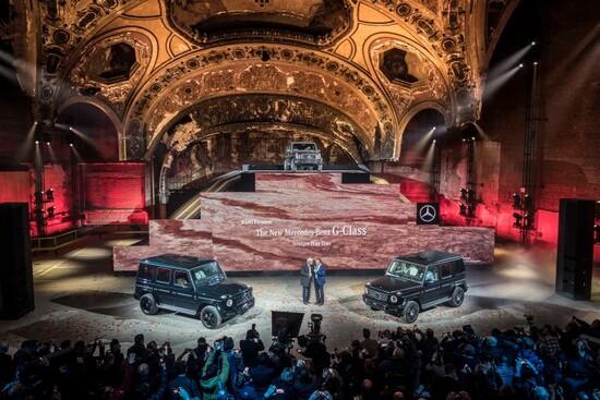 La presentazione Mercedes al NAIAS 2018 con il gran capo Zetsche insieme a un ex-governatore della California