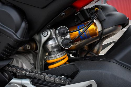 Il monoammortizzatore posteriore Ohlins TTX a tecnologia semiattiva