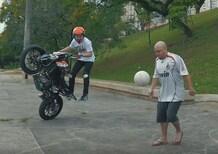 Stunt con la KTM Duke 200 per le strade del Brasile