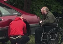 Quando cambiare una gomma può cambiarti la vita [VIDEO]